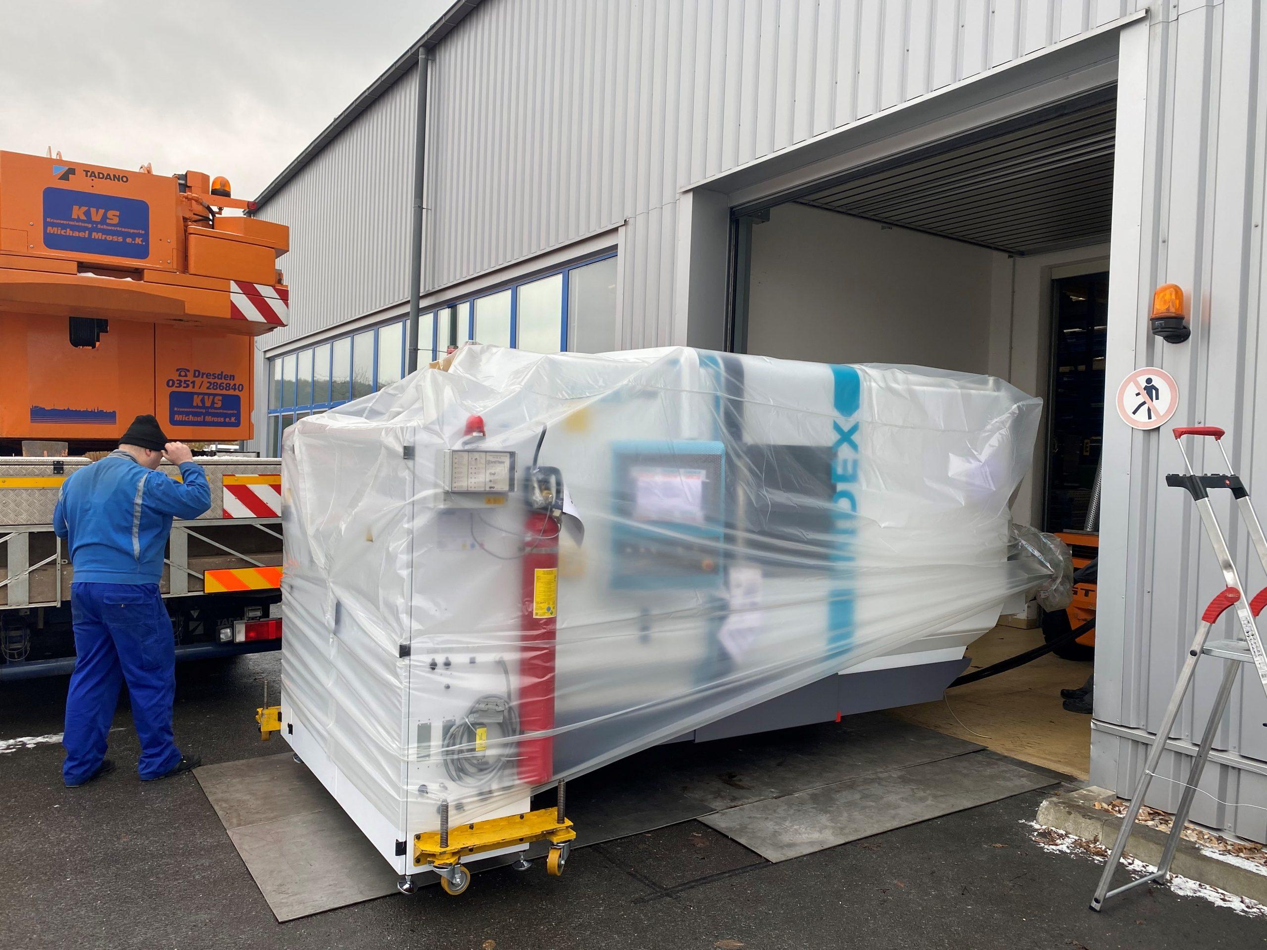 Anlieferung neuer Index C200 als Erweiterung des Maschinenparks der HK Präzisionsteile GmbH.
