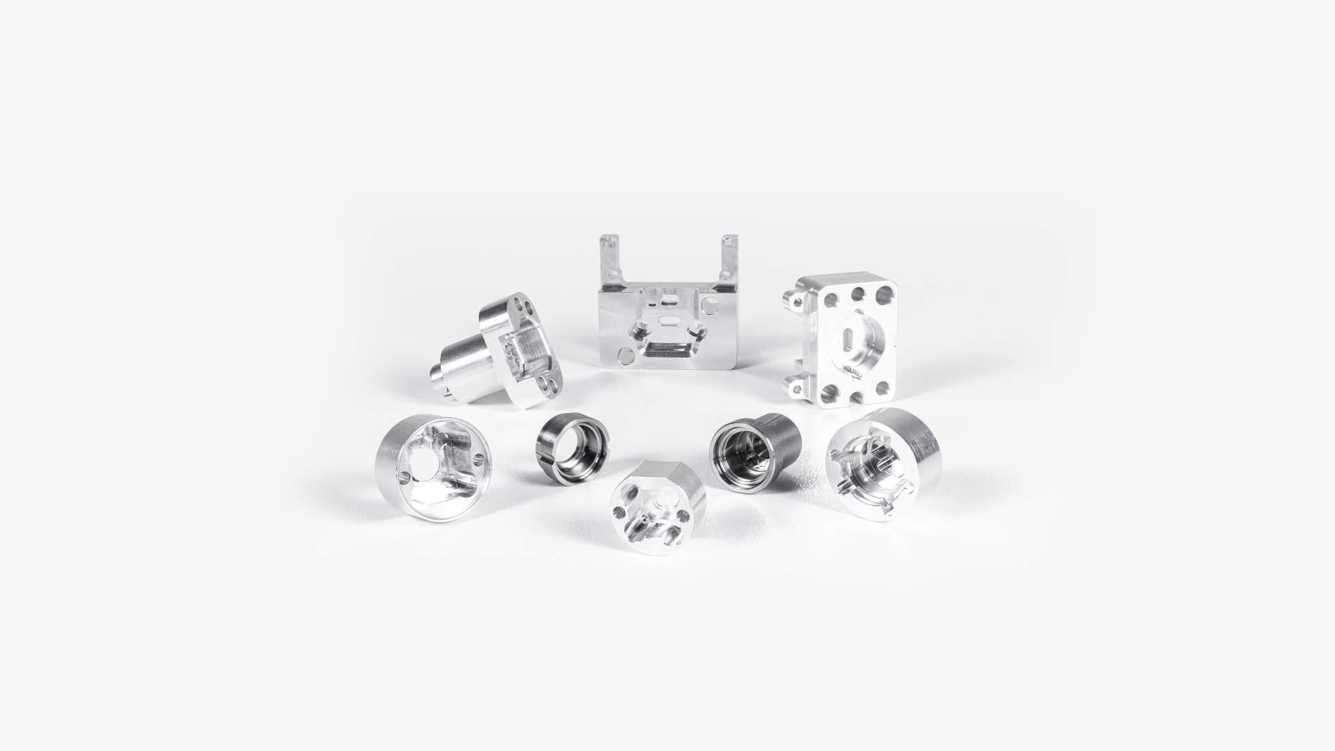 Unsere kundenspezifisch gefertigten Präzisionsdrehteile und CNC Frästeile finden auch in der optischen Industrie Anwendung.